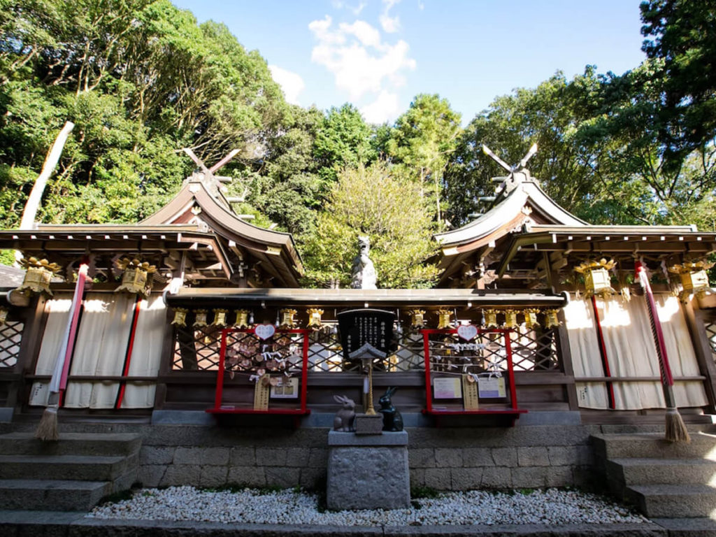 The difference between a Shinto shrine and a Buddhist temple