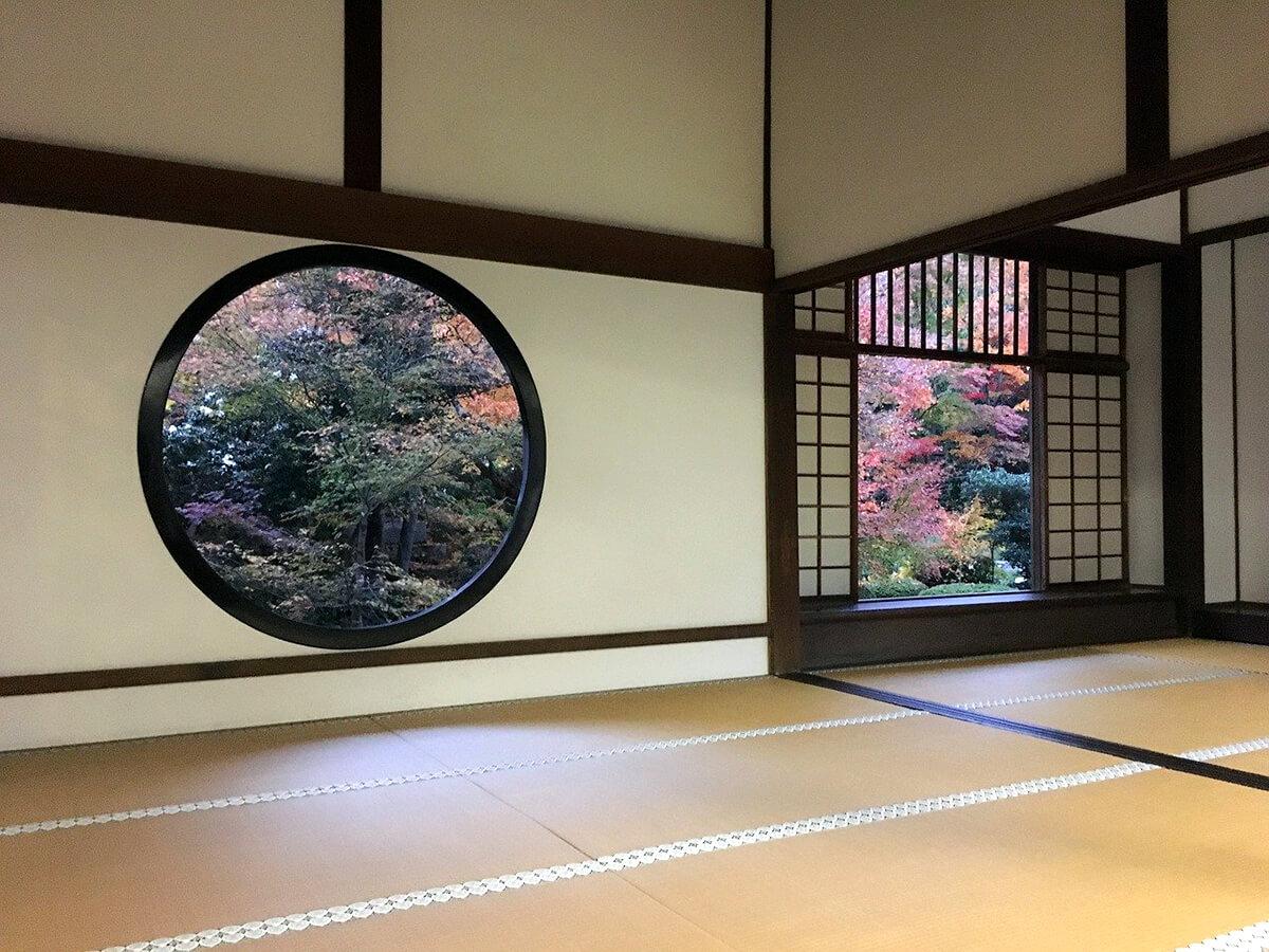 The words which express Japanese spirit ; Omotenashi (おもてなし), Itadakimasu (いただきます), Gochisosama (ご馳走様), Wabi (侘), Sabi (寂)and Hanabie(花冷え)